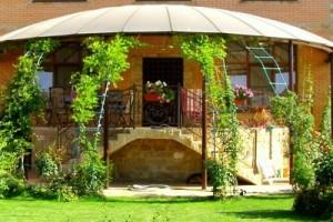 Навес из поликарбоната полукруглый оригинального дизайнерского решения украсит крыльцо вашего дома. Стоимость 2200 руб. за кв.м!